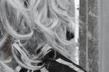 Šedé vlasy