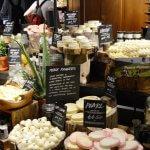 Nepřeberné množství tělových másel a masážítek