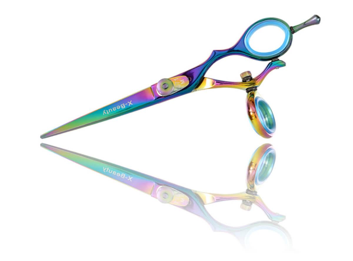 Kadeřnické nůžky s otočným kloubem