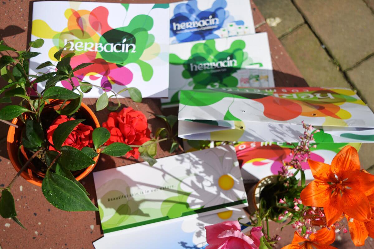 Veselý a všemi barvami hýřící Herbacin