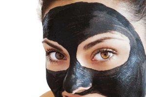 The Black Mask černá slupovací maska proti černým tečkám